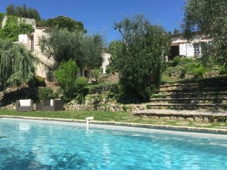 Le Micocoulier - Mediterranean-style villa with private pool and stunning