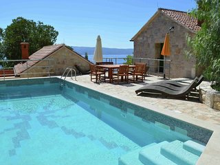 Three stone beauties - Three villas nestled around a pool, on the mountainside above Omis