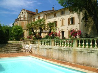 Chateau - TARADEAU - Spend your holiday in your castle in Provence!