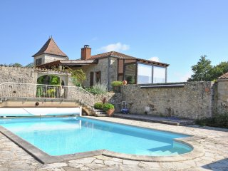 Mas Vignes - Wine chateau with private pool, unique view and 16-ha private park