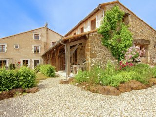 Domaine de Bellac - Three beautiful cottages with shared courtyard in an area