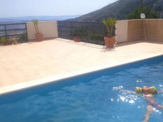 Country hideaway - Lovely hillside villa with heated pool and panoramic views