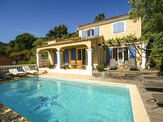Villa Cavalaire - Villa with private pool within walking distance of the