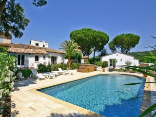 Villa Agathe - Tranquility and liveliness combined in luxury villa with air conditioning and private pool in Gassin