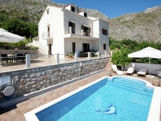 Villa Rozat - Classic-style villa with modern elements
