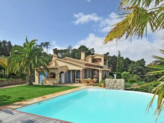 Lothlorien - Luxury villa with private swimming pool and panoramic views over Cannes.