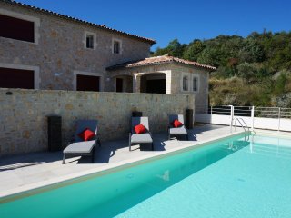 Villa des 4 vents  - Air-conditioned villa with fenced pool and guest house in a beautiful setting