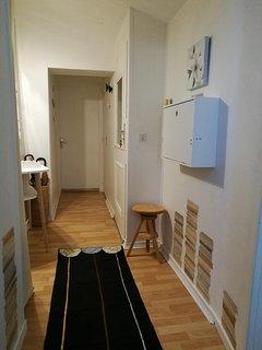 Espace-bureau dans le couloir allant vers la chambre et la salle de bain