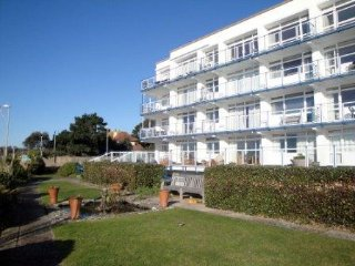 Panoramic sea view, three bedroom apartment in the renowned Golden Gates block