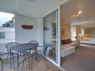 3 Seahaven - Two bedroom, spacious apartment with balcony on Sandbanks Peninsula