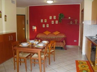 ASSISI, CLOSE PROXIMITY - FULLY EQUIPPED FLAT (ROCCA ROSSA), Bastia Umbra