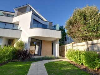 6 Sandbourne - Four bedroom, town house with partial sea views in Alum Chine