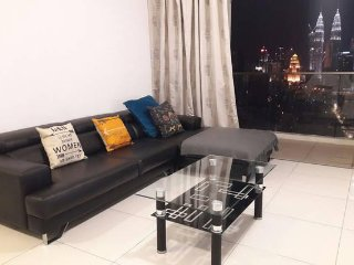 Dave's 2 bedder with KLCC View & Balcony