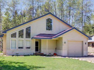 Country-themed home for six w/private beach; two car garage; patio, McCall