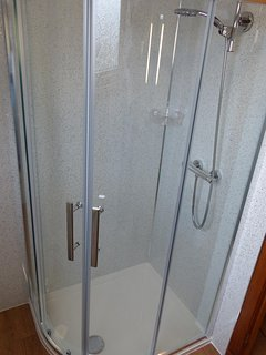 Walk in Shower, with excellent water pressure