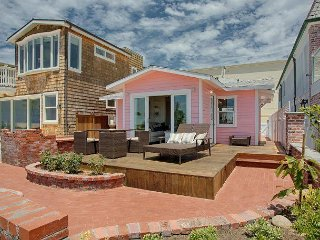 Pretty in Pink - Classic Oceanfront Cottage Near the Balboa Pier!