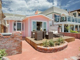 Pretty in Pink - Renovated Classic Oceanfront Cottage - Walk to Balboa Pier