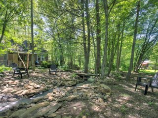 NEW! Lovely 1BR Barnardsville House w/Deck & Pond!