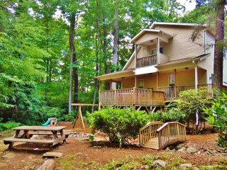 Rushing Creek, Hot Tub, Playground, Firepit, Fireplace, WiFi, A/C, EZ Access