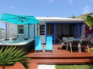 Tropical Sapphire bungalow and spa 250m from the beach