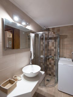 Bathroom,Shower,Washing Machine