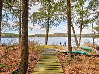 NEW! Lakeside 4BR Francestown Home w/Private Dock
