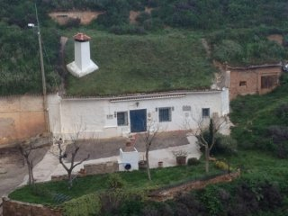 Casa Cueva Rural, con todas las comodidades, cocina, bano, chimenea, barbacoa...