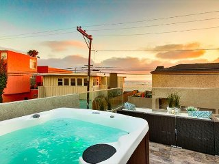 Great Location - New Hot Tub - Steps to Beach & Bay