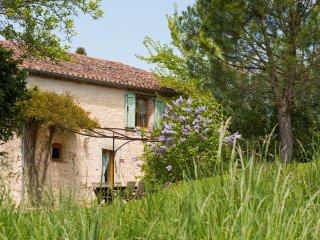 Vue champêtre de la Maison de l'Amandier
