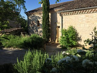 "Self catering ""Vieille Maresque"" charme et piscine"