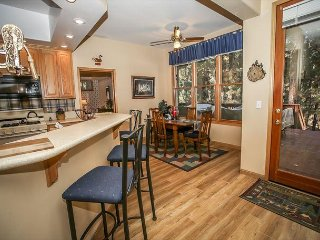 Summer Family Cabin!  4 bed, 3 bath, PRIVATE HOT TUB!