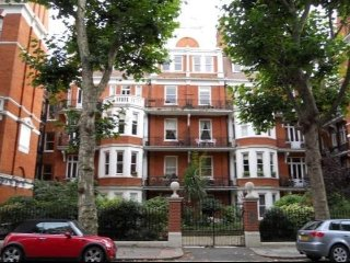 Elegant Gated Mansion Apartment in central Kensington Olympia