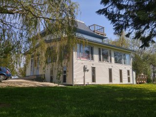 Spacious 8 bedroom Shamrock Beach Cottage north of Goderich, Ontario.  Sleeps 24
