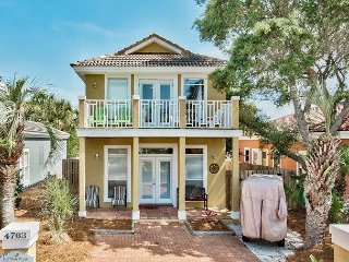 Spacious Caribbean Style Destin Beach Home with Private Pool & Golf Cart!