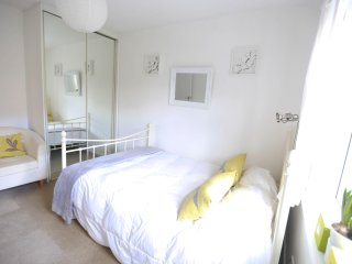 Private Bedroom with Easy Access into Central London