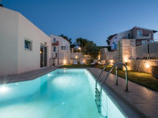Private pool and roof top Jacuzzi with Sea Views -Villa Thalia Pantanassa Villas