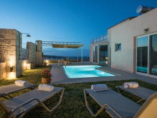 Private pool and roof top Jacuzzi with Sea Views -Villa Thalia Pantanassa Villas