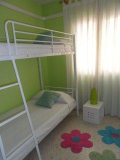 Dormitorio con litera  y bomba de aire frío-calor.