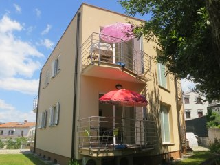 Apartment Davor 5 near the beach and center