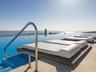Infinity View luxury Penthouse beach front