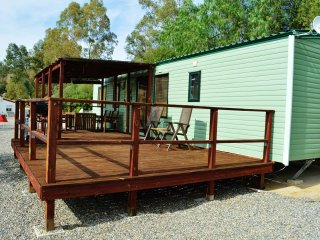 Park Home in Scenic Setting at CAMPING PARK PIZARRA