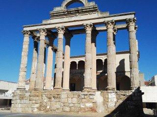 Piso junto Teatro Romano y Museo.