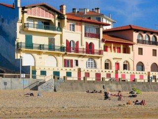 Hossegor face à l'océan : grande villa familiale donnant sur la plage