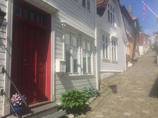 New in charming area, Bergen