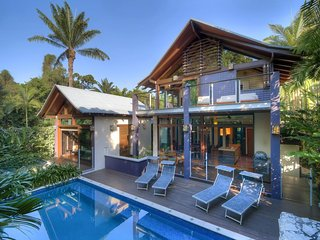 32 Beachfront Mirage - 4 Bedroom Luxury House