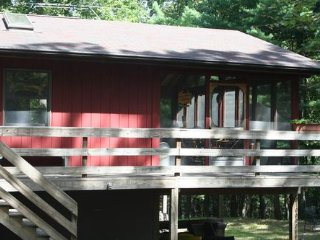 Unwind at The Nut House Large Private Hot Tub, Free WiFi, Pet Friendly, 3 Kayaks