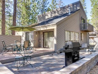 Enjoy a private hot tub & 8 SHARC passes at this convenient, spacious home
