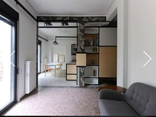 Design-lovers top apartment in historic centre