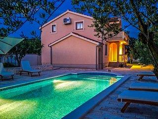 Tina Villa with private swimming pool, barbacue