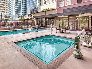 1 BR FIVE-STAR CONDO IN DOWNTOWN SEATTLE SLEEPS 4